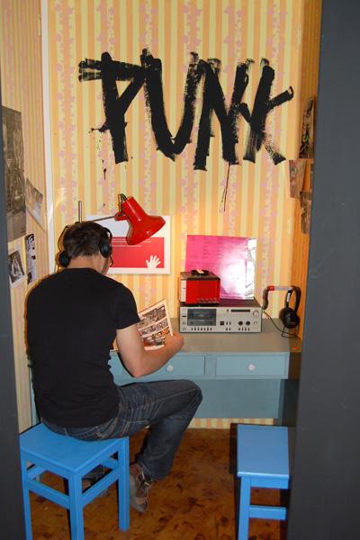 East German teen exhibtion SPIEGEL