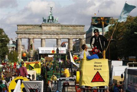 Aussteigen!  Der Hauptstadt jubelt mit Gegenatommachtdemonstrationen (courtesy Liberation)