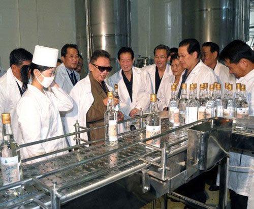 Kim Jong Il at Dadonggang Enterprises, Pyongyang, 29 Sept. 2009, via Xinhua/KCNA
