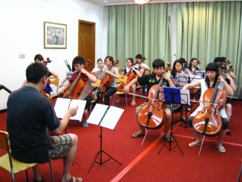 Chinese Cellists rehearsing Mendelssohn Octet (the same piece played by NY Phil/NK student quartet in Pyongyang Feb 2008) at Great Wall Music Festival, Beijing, 2009 (thanks to Fang Fang Li and Kurt Sassmannshaus)
