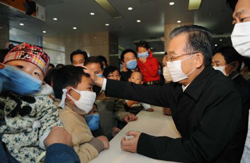 Wen Jiabao vists Beijing Childrens Hospital Oct 31 2009