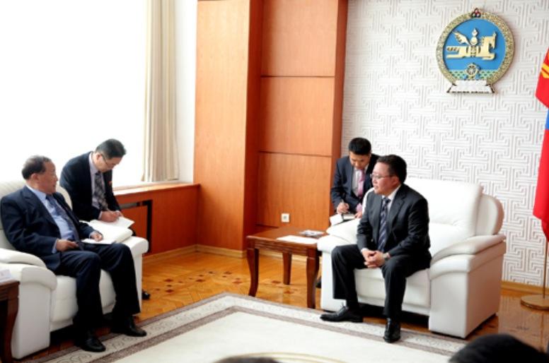 Mongolian President with Kang