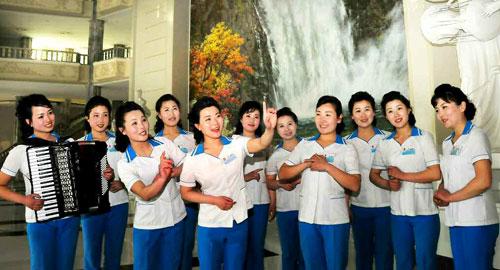 Rodong Sinmun Singers 2015-04-18-04-02